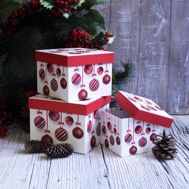 Новогодние подарочные коробки и пакеты